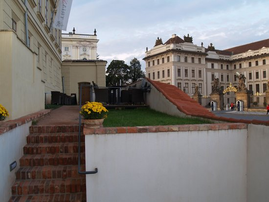 Cafe Salmovsky Palac: view on main gate of the castle