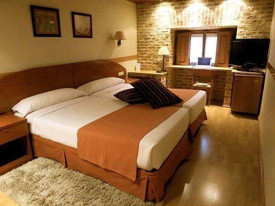 Hotel Francisco I: camera davvero spaziosa