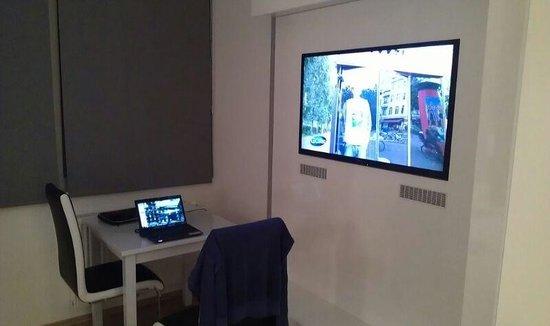 Vienna Inn Apartments: Можно поработать