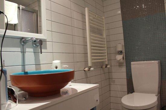 Minel Hotel : Bad mit Dusche