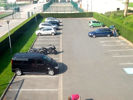 Ibis Budget Saint Omer Centre : Le parking
