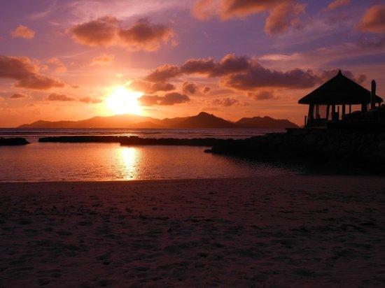 Le Domaine de L'Orangeraie Resort and Spa: Tramonto su Praslin