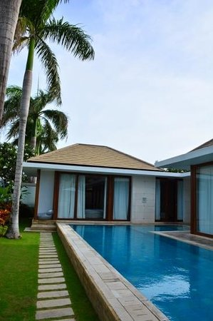 Club 151 Smart Villas Dreamland: the pool and the villas