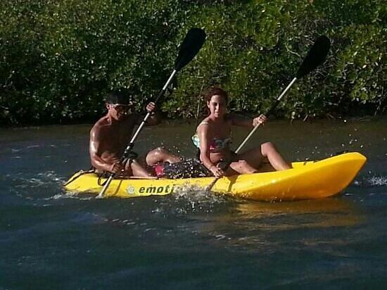 Aleli Tours - Day Tours: Kayaking thru mangles with Aleli