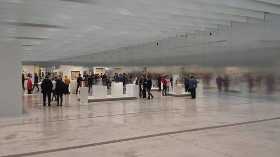 Louvre-Lens : Zicht vanuit inkom