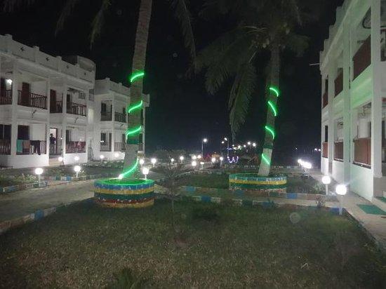 Bombay Beach Resort: Gardens