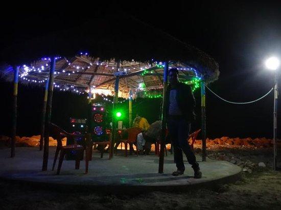 Bombay Beach Resort: Music
