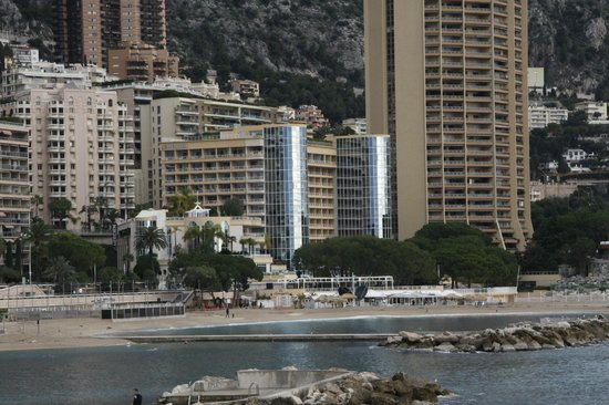 Le Meridien Beach Plaza : Vue de l'Hôtel depuis le Forum Grimaldi.