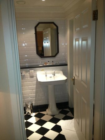 Imperial Hotel : Bathroom