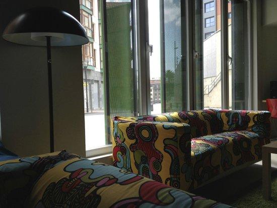 Ganbara Hostel: Lounge area
