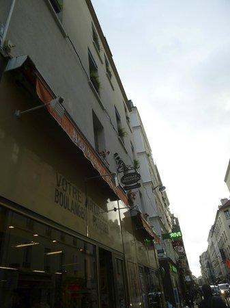 Le 55 Montparnasse Hotel : building