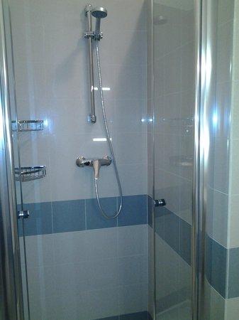 Mazzanti: doccia bagno camera 101