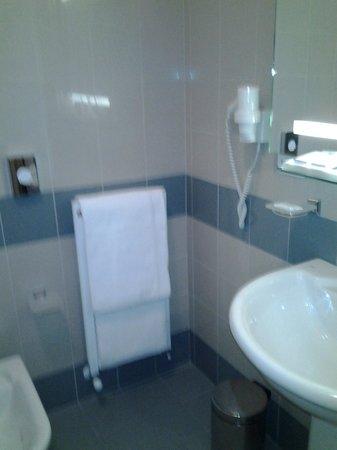 Mazzanti: dettaglio bagno camera 101