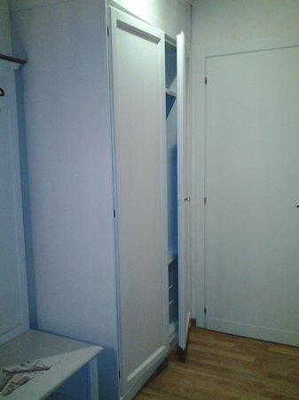 Mazzanti: armadio stanza 101