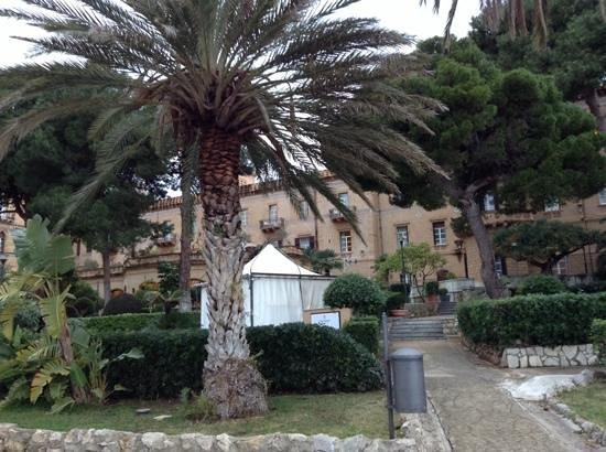 Grand Hotel Villa Igiea - MGallery by Sofitel: вид на гостиницу из сада