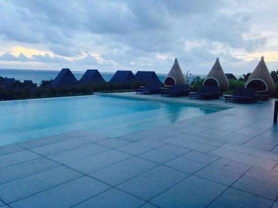InterContinental Fiji Golf Resort & Spa: Club lounge infinity pool