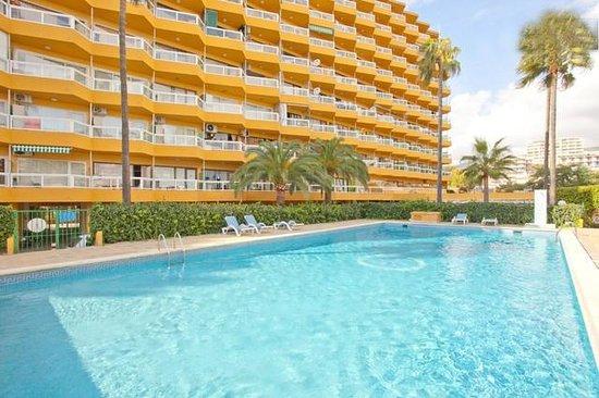 Apartamentos Las Palomas Econotels: Piscina y Edificio