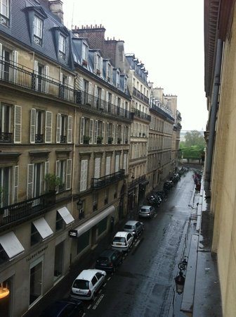 Hotel Royal Saint-Honore : Room view overlooking the Tuileries gardens