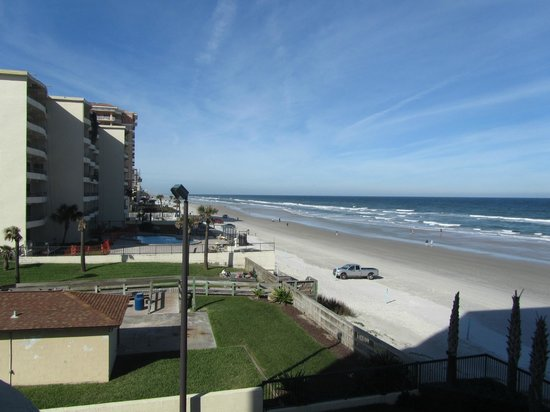 Holiday Inn Express and Suites Oceanfront: View looking north