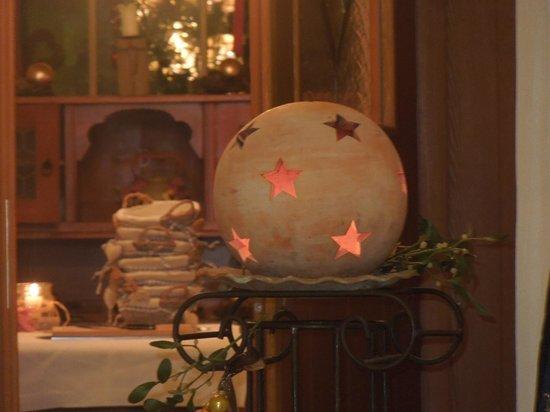 Hotel Romantik - Krone: decorazioni di Natale all'entrata del ristorante