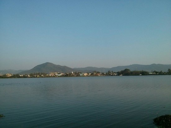Jeypore, Hindistan: View of the city, from Odisha tourism's water sport complex.