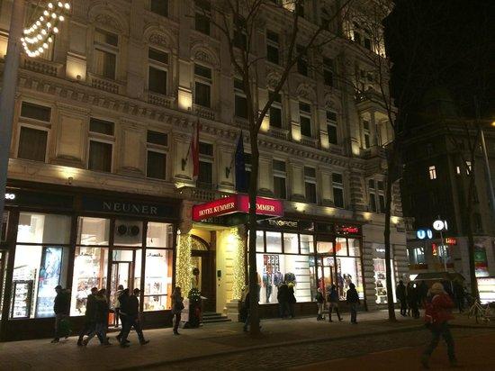 Kummer Hotel: facciata albergo