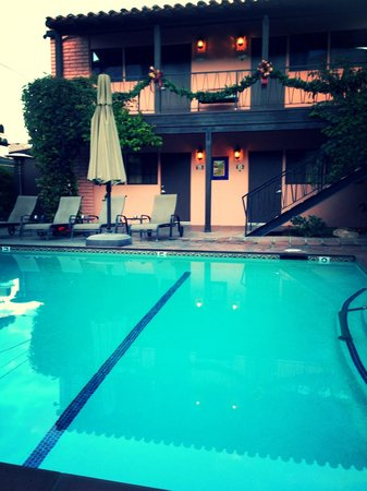 Hotel California: Poolside view