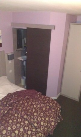 Hotel de Nevers Paris 11e: letto