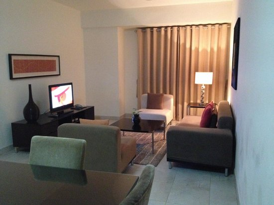 Midan Hotel Suites, Muscat : Living room
