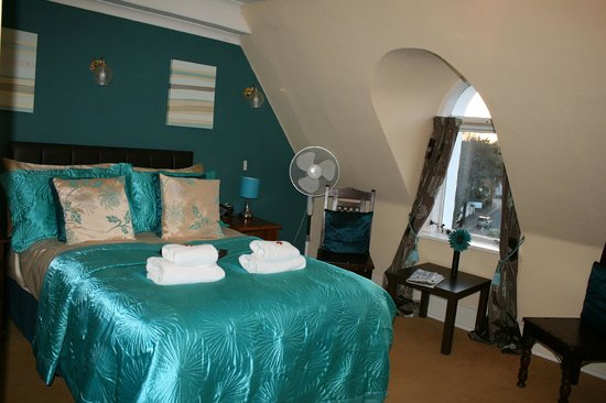 Cranborne Guest Accommodation : BEDROOM 10