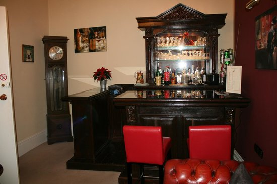 Cranborne Guest Accommodation: BAR