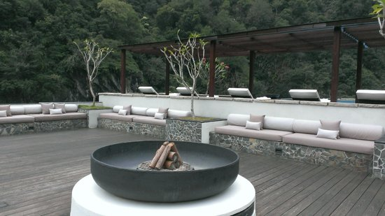 Silks Place Taroko: rooftop looking towards pool