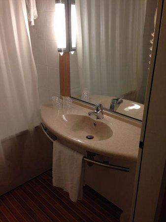 Ibis Milano Ca Granda: Salle de bain