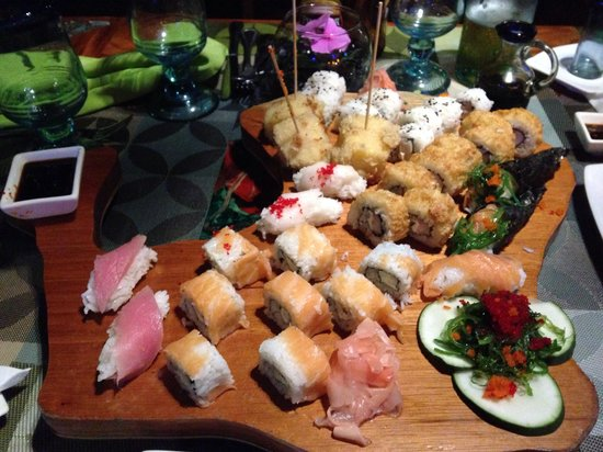 Red Mangrove Aventura Restaurant : Tabla Floreana sushi for 2 or 3