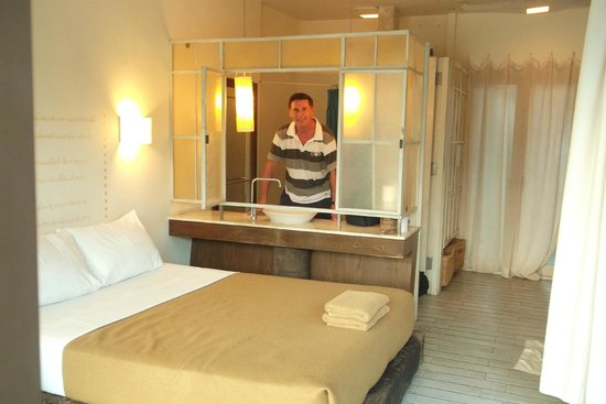 Kasem Island Resort : Interior of bungalow