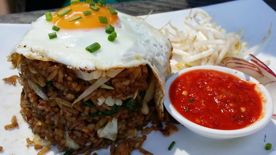 Sails too: Indonesian fried rice