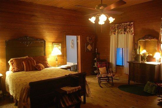 Jarrell 1920 House: Bedroom