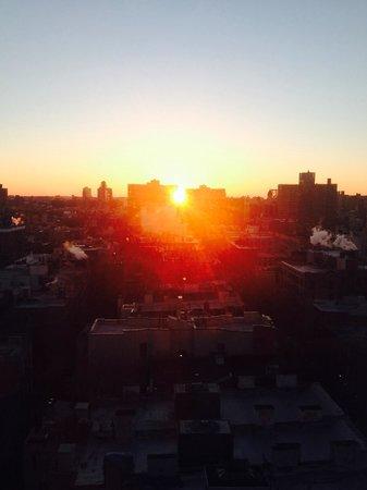The Standard, East Village: Vue de la chambre au lever du soleil