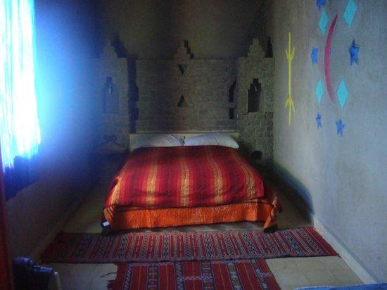 Auberge Familiale de Belkacem: chambre très propre et joliement décorée