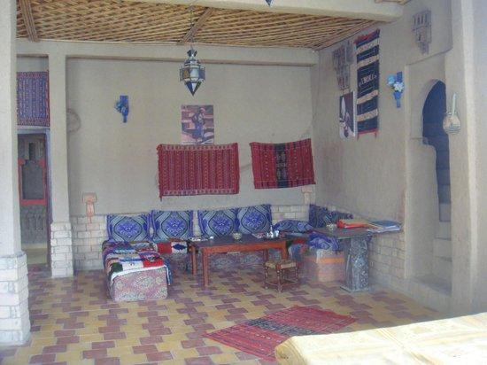 Auberge Familiale de Belkacem: une grande salle ou déguster de bons petits plats