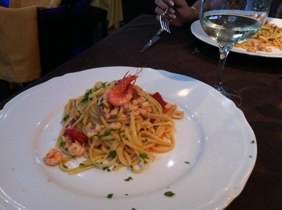 Al Solito Posto - Bacoli : Linguine calamari & gamberi