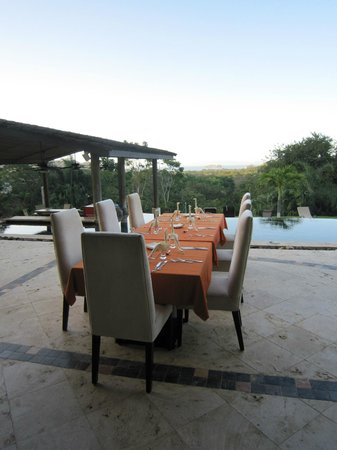 Villa Buena Onda: Our dining table