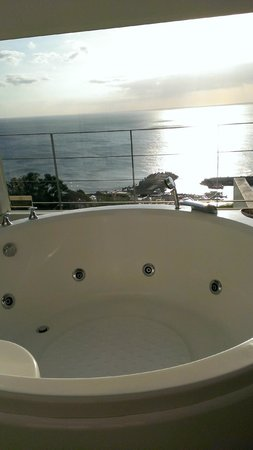 Ocean Paradise Resort : jacuzzi in room