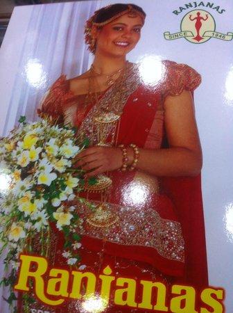 Oak Wood Inn Kandy Hotel : Sari shops