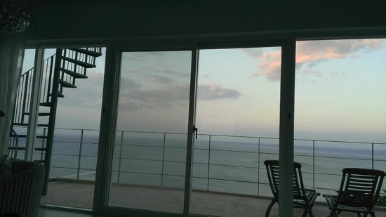 Ocean Paradise Resort : west looking windows