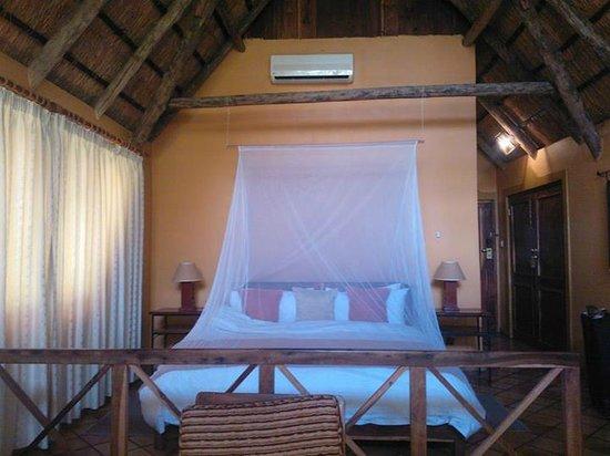 Protea Hotel Lusaka Safari Lodge: Safari lodge-rum