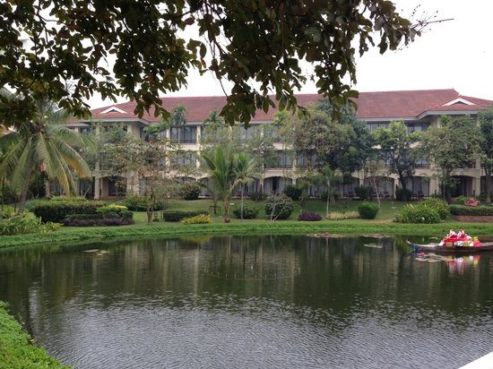 Sofitel Angkor Phokeethra Golf and Spa Resort: Batiment de l'hôtel