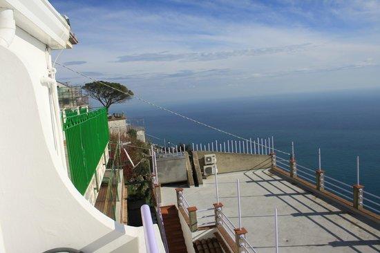 Hotel Bacco: vista su una terrazza a mare