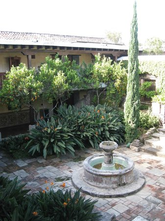Hotel Museo Spa Casa Santo Domingo: Courtyard adjacent to 240 series rooms