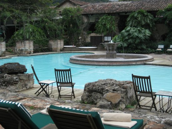 Hotel Museo Spa Casa Santo Domingo: Lushly landscaped swimming pool